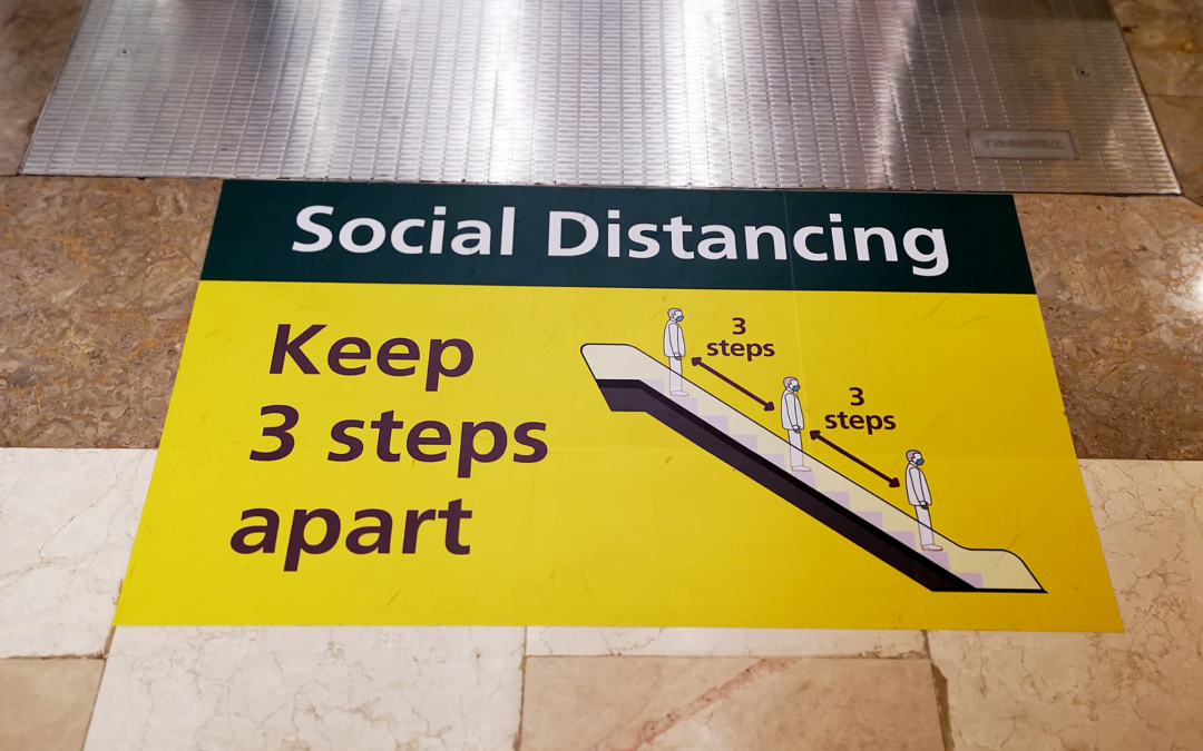 Segnaletica a pavimento: i supporti per facilitare il distanziamento